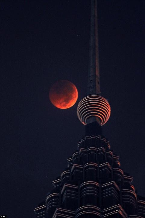 بزرگترین ماه گرفتگی قرن 02