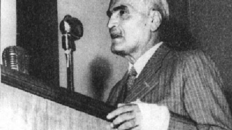 سید حسن تقی زاده در حال سخنرانی