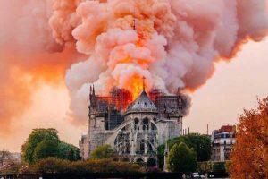 کلیسای نوتردام در آتش