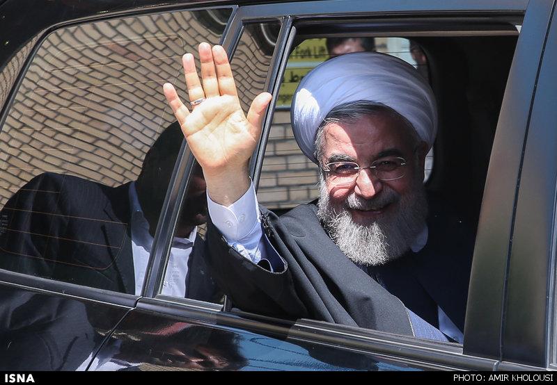 رئیس جمهور حسن روحانی در ماشین نظر سنجی