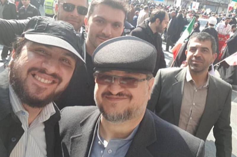 سید هادی رضوی در کنار محمد شریعتمداری