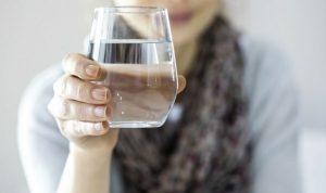 شناخت عوارض و مضرات نوشیدن بیش از حد آب