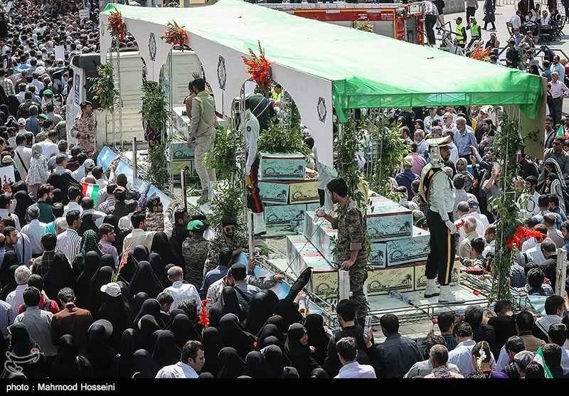 تشییع پیکر ۱۵۰ شهید تازهتفحصشده سالهای دفاع مقدس 02