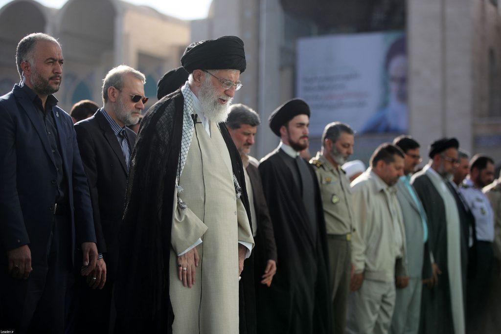 سید احمد خمینی و حضور در صف اول نماز عید فطر