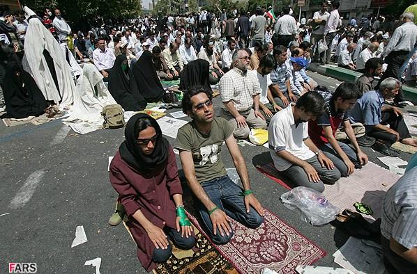 نماز مختلط در نماز جمعه هاشمی در فتنه 88