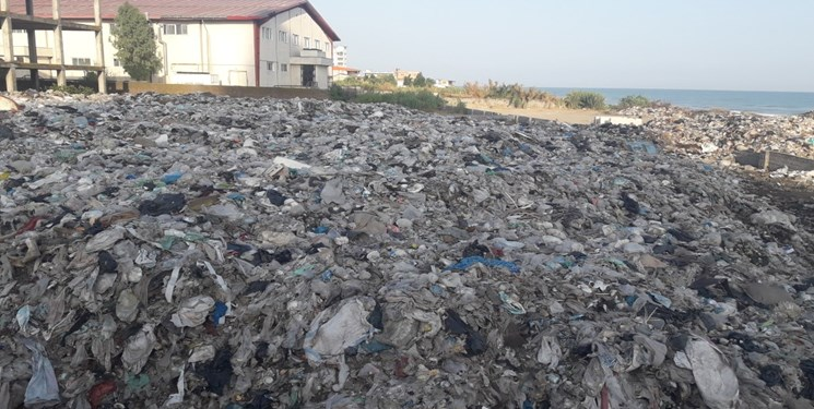 کوه زباله کنار دریا 3
