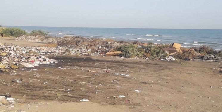 کوه زباله کنار دریا 4