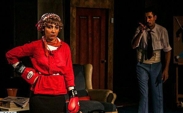 دلارام هاشمی در حال ایفای نقش در تئاتر