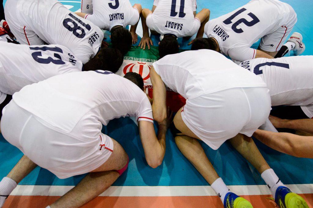 سجده بر پرچم ایران تاریخسازی والیبال جوانان ایران با قهرمانی در جهان