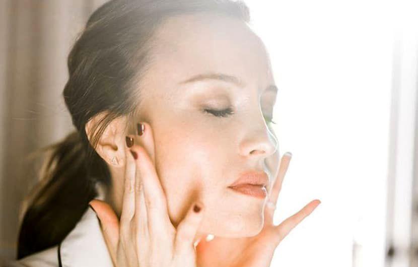 کشش یوگا برای صورت