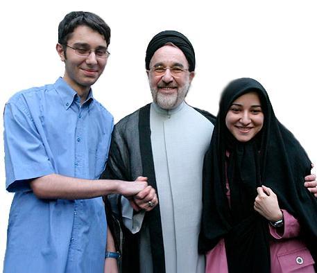 عکس سید محمد خاتمی در کنار دختر و پسرش