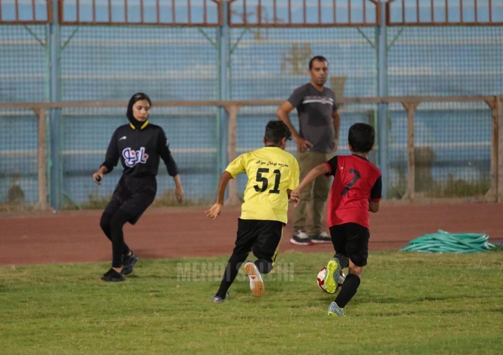 قضاوت داوران زن برای فوتبال پسران در بوشهر 3