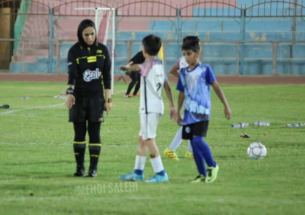 قضاوت داوران زن برای فوتبال پسران در بوشهر 4
