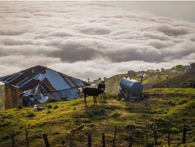 نمایی زیبا از روستای فیلبند بر فراز ابرها