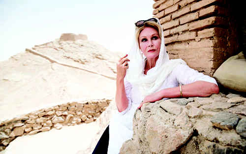 سفر جوانا لاملی بازیگر زن جیمز باند به ایران
