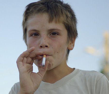 سیگار کشیدن فرزند پیشگیری از سیگاری شدن فرزندان