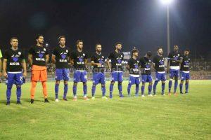 عکس تیم استقلال با شعار دختر آبی