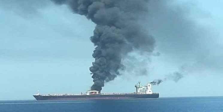انفجار در بدنه کشتی نفتکش SABITI ایران با اصابت دو فروند موشک