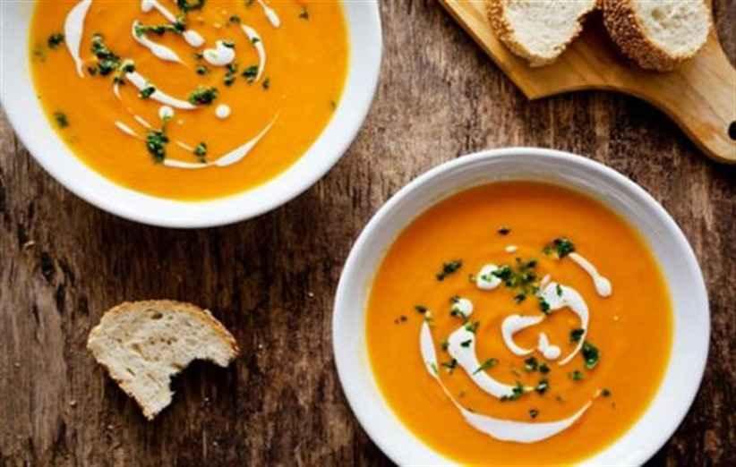 بفرمایید سوپ. در مصرف سوپ زیاده روی نکنید تا فشار خون نگیرید