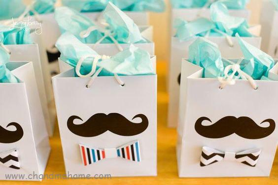 تزیین باکس هدیه روز پدر و روز مرد استفاده از استیکرهای مختلف تصویر دوم