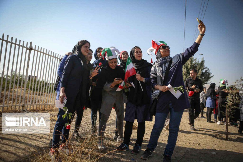 خوشحالی بانوان از نخستین حضور رسمی شان در ورزشگاه آزادی