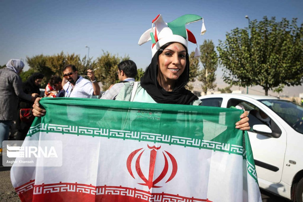 خوشحالی بانوی ایرانی از حضور در ورزشگاه