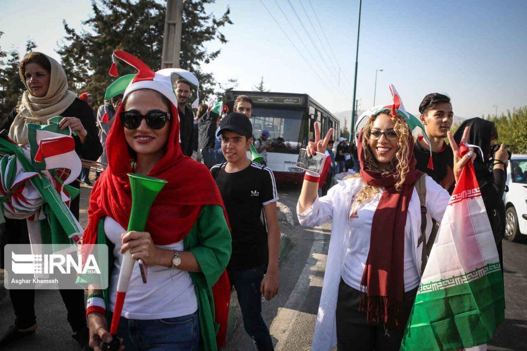 زنان در مسیر ورزشگاه آزادی نخستین حضور بانوان ایرانی در ورزشگاه آزادی