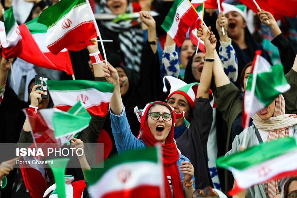 شادی بانوان از نخستین حضورشان در ورزشگاه آزادی
