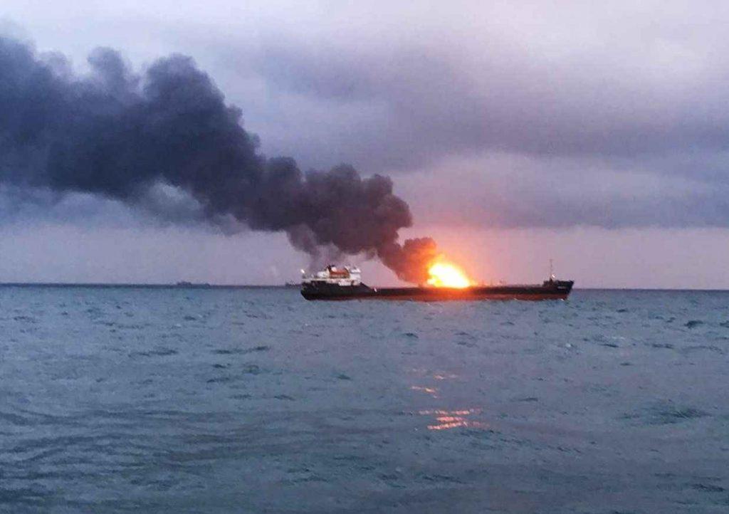 عکسی از انفجار در نفتکش ایرانی در نزدیکی عربستان سعودی