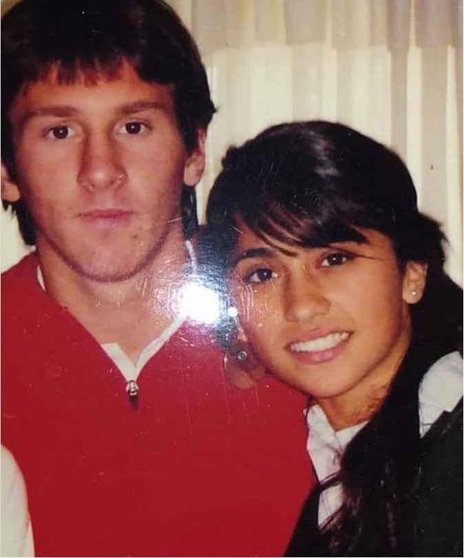 عکس قدیمی لیونل مسی در کنار همسرش آنتونلا روکوزو