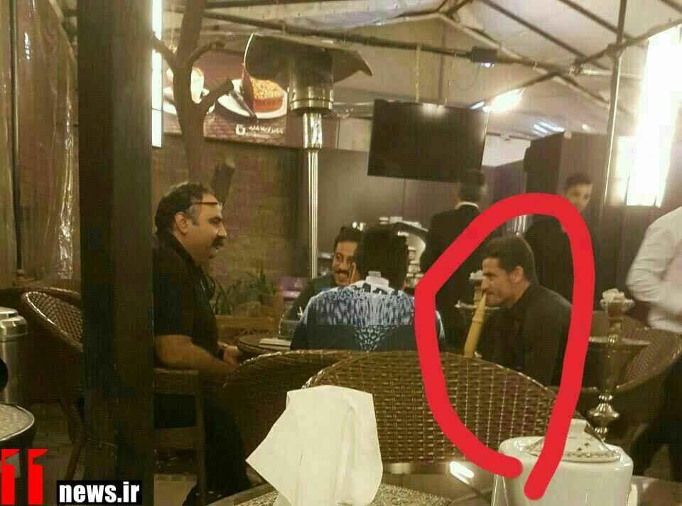 عکس قلیان کشیدن وریا غفوری کاپیتان استقلال در کنار علی کاظمی بازیگر