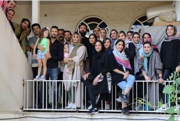 عکس همسر شاهین استخری. عکس دسته جمعی به مناسبت تولد شاهین استخری
