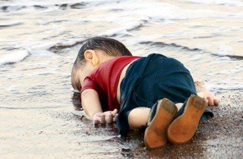 پیکر بی جان کودک پناهنده سوری در ساحل ترکیه
