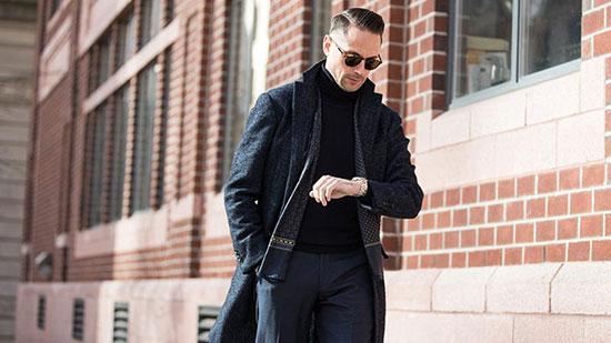 یک مرد جذاب همیشه متناسب با موقعیتش لباس می پوشد