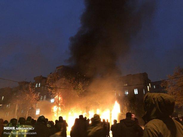آتش زدن اموال عمومی توسط آشوبگران در سال 98