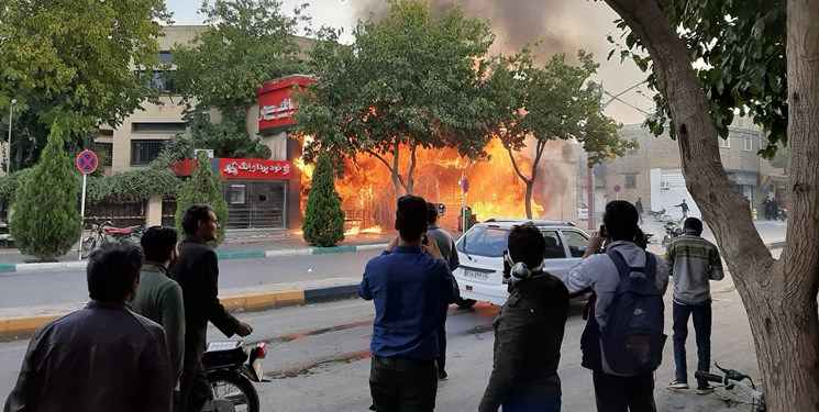 آتش زدن اموال عمومی در اعتراضات گرانی بنزین