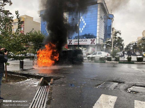 آتش زدن ماشین و بستن راه مردم توسط اغتشاشگران در سال 98