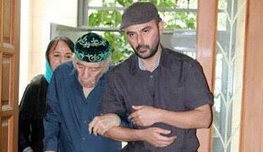 استاد مظاهر مصفا در کنار پسرش علی مصفا