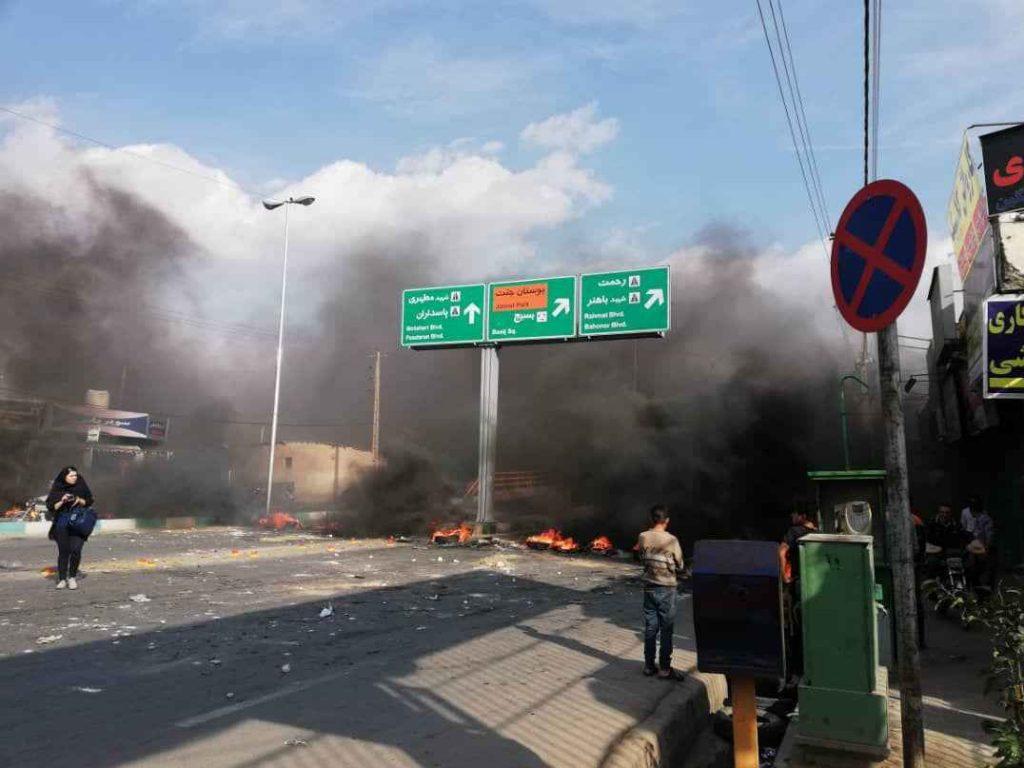 اعتراضات مردمی به گرانی بنزین در شیراز آتش زدن اموال عمومی