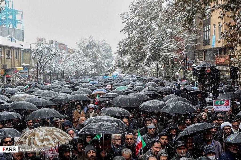برائت مردم انقلابی از آشوب و اغتشاش. برف و سرما هم مانع حرکت مردم نشد