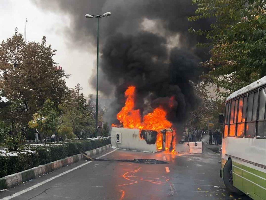 بستن راه عبور و مرور مردم و تخریب اموال عمومی در اعتراضات