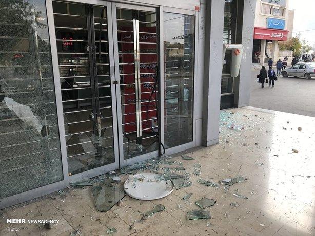 تخریب اموال عمومی و شکستن شیشه بانک در اغتشاشات سال 98