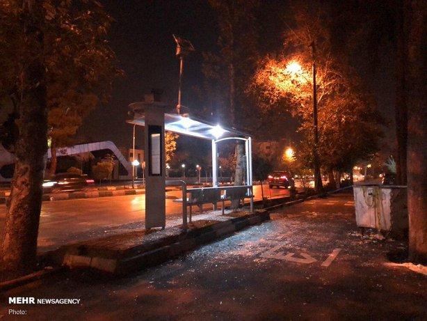 تخریب جایگاه اتوبوس توسط آشوبگران در فتنه 98