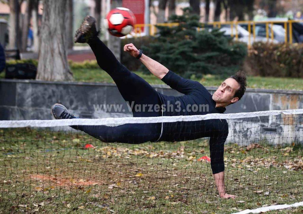 علی کریمی در مسابقه تنیس فوتبال