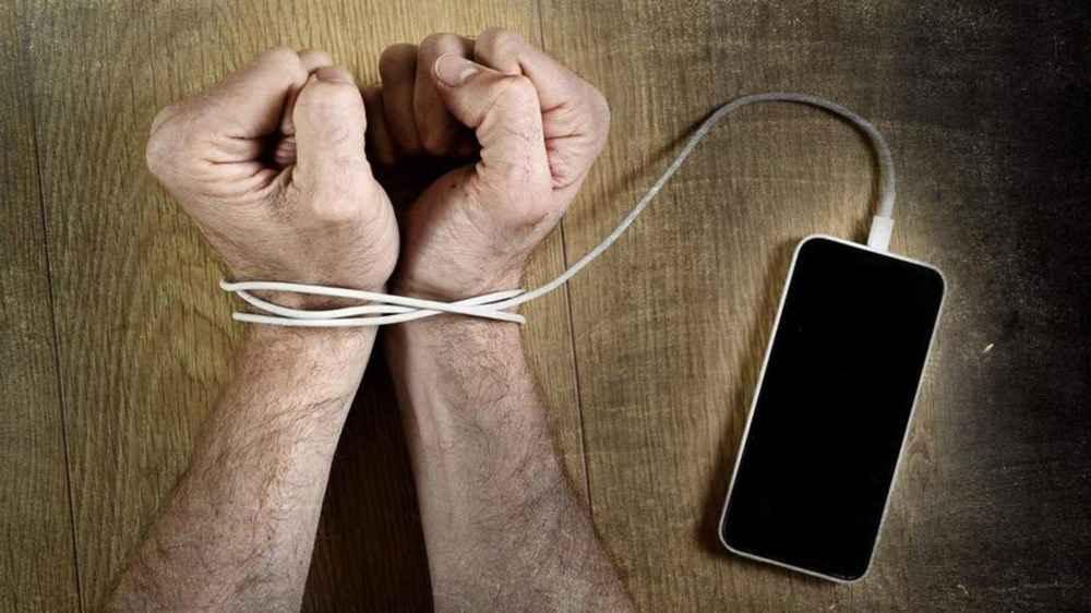 اعتیاد به استفاده از تلفن هوشمند