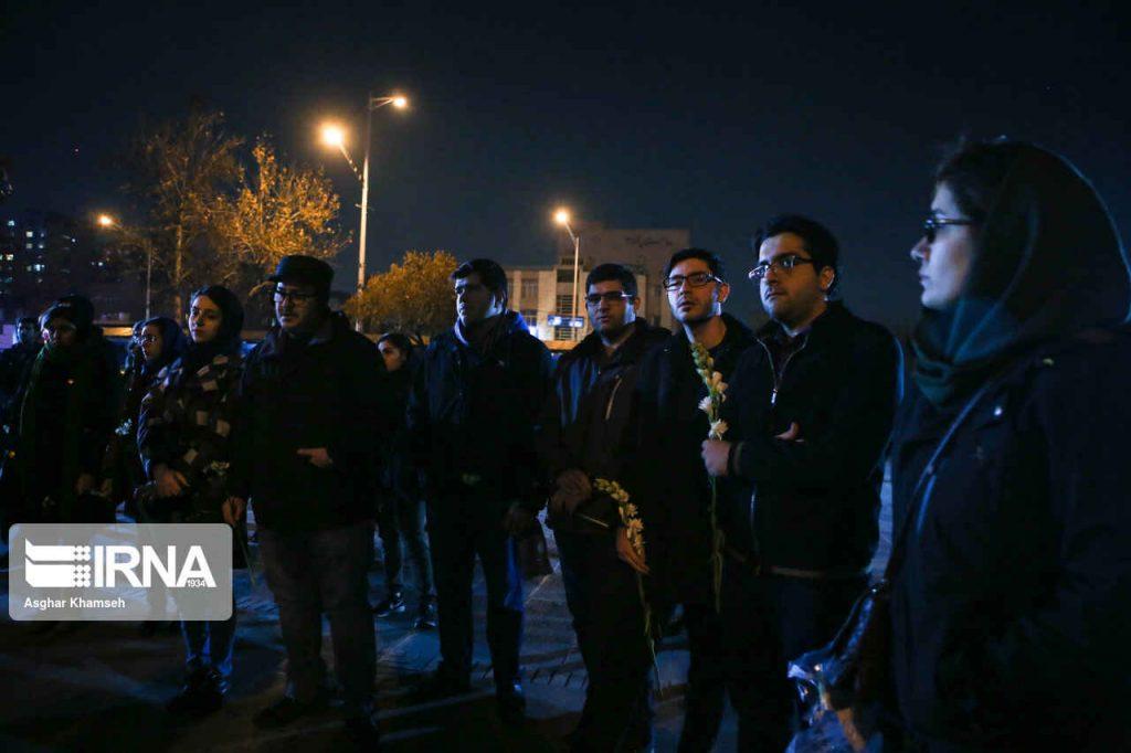 تجمع مسالمت آمیز مردم و دانشجویان مقابل دانشگاه امیرکبیر