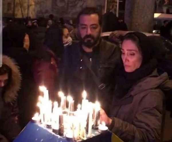 حضور هدیه تهرانی و رضا درمیشیان در تجمع مقابل دانشگاه