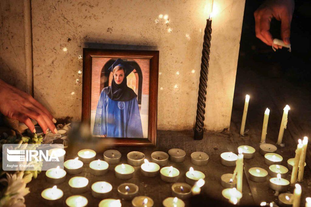 روشن کردن شمع و گرامی داشت یاد عزیزان جان باخته در سانحه هواپیمای اوکراین
