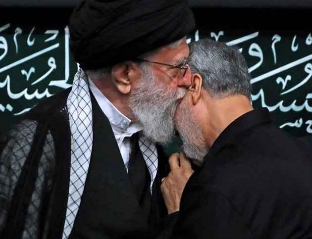 سردار سلیمانی در آغوش رهبر معظم انقلاب