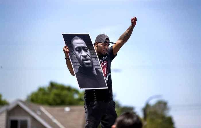 اعتراض مردمی به قتل جرج فلوید سیاه پوست آمریکایی
